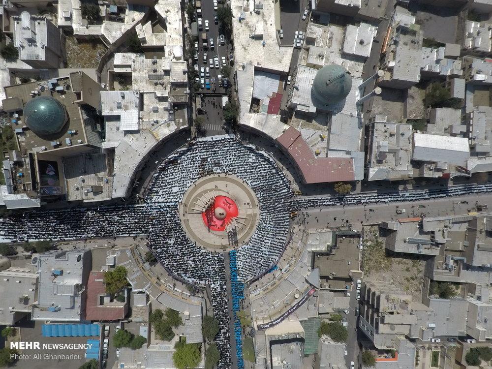 تصویر هوایی اقامه  نماز در حسینیه اعظم زنجان