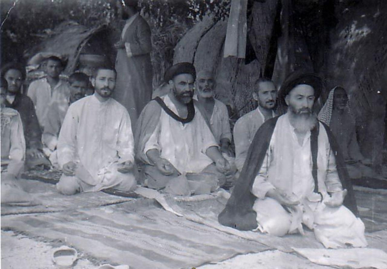 اقامه نماز جماعت توسط آیت الله حسینی شاهرودی