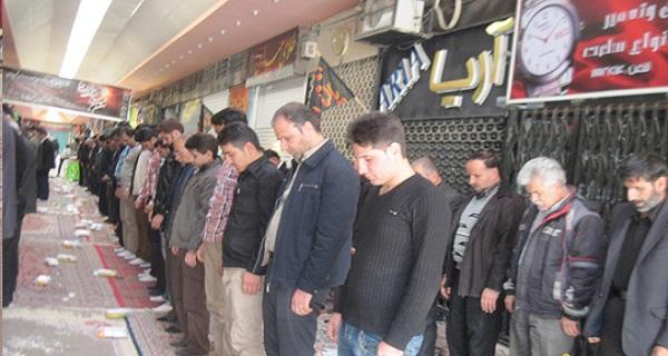 بازاریان و اصناف برای ترویج اقامه نماز تلاش كنند