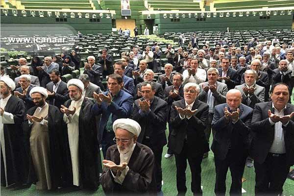 نماز نماینده های مجلس در حین حملات تروریستی