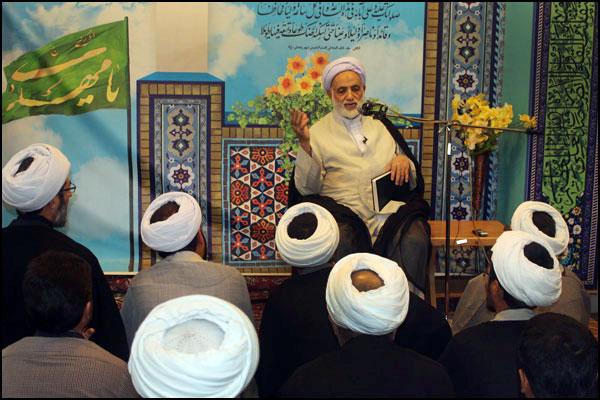 دیدار صمیمی دانش پژوهان مراکز تخصصی نماز و مهدویت با حجت الاسلام و المسلمین قرائتی