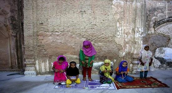 تصویری زیبا از نماز دختران هندی
