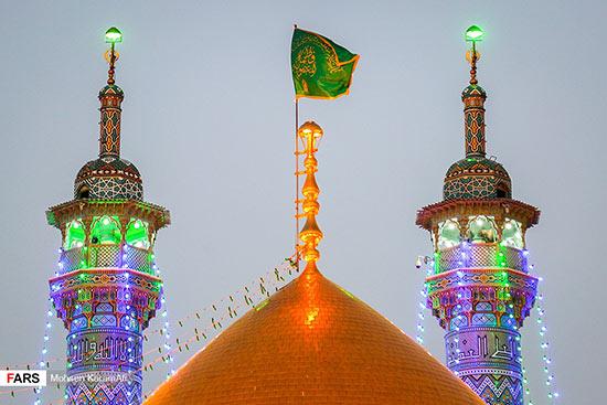 گزارش تصویری تعویض پرچم گنبد حرم حضرت معصومه(س)