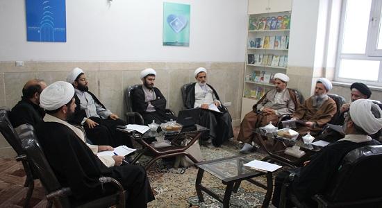 جلسه بررسی و تصویب موضوعات پایان نامه های سطح 3 و 4 حوزه علمیه قم با محوریت معارف نماز