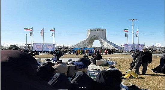 نماز در راهپیمایی 22 بهمن