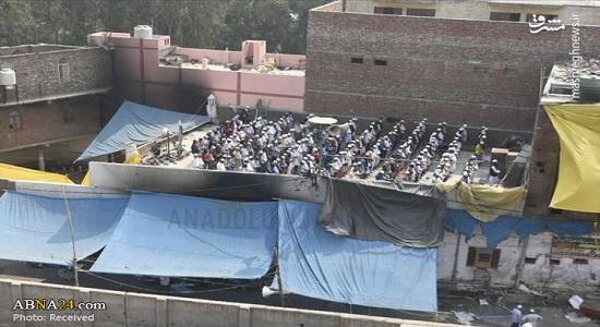 اقامه نماز بر بام مسجد سوخته دهلی نو