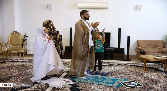 نماز با لژ خانوادگي!