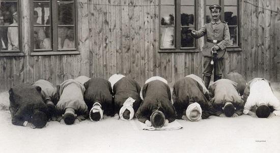 نماز، بساط آن چند نفر را جمع کرد
