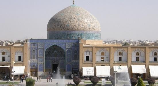 3کیلومتر تا مسجد برای پدر و مادر