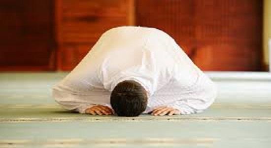 شیطان هم دنیا را گرفت و هم نماز اول وقت را