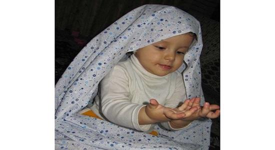 حتما ببینید؛ استقامت دخترک اهوازی در نماز