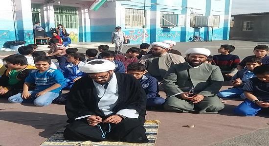 نماز در یک روز تعطیل در مدرسه(مدرسه ابتدایی فیاض بخش قم)