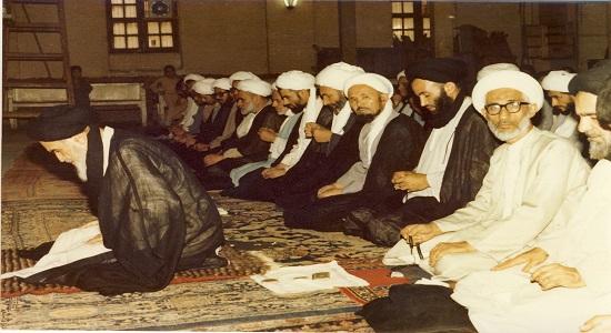 نماز جماعت امام خمینی روز شهادت پسرش