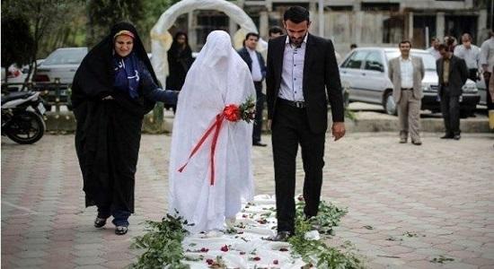 نماز جماعت در مجلس عروسی به امامت شهید محمد زمان