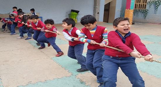 بازی اردوئی مدرسه ای: طناب کشی