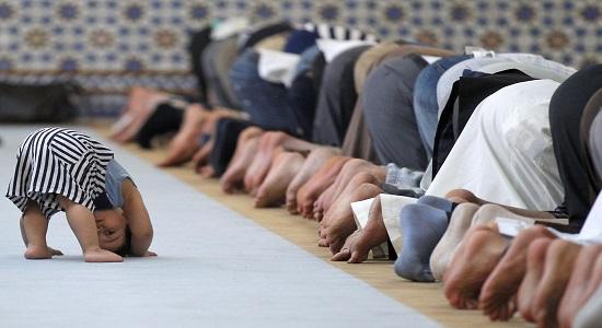 سى سال در صف اول نماز جماعت