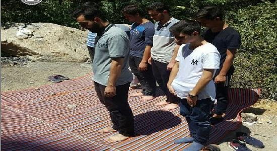 رفیقامون را به نماز دعوت کنیم اما نه اینطوری!