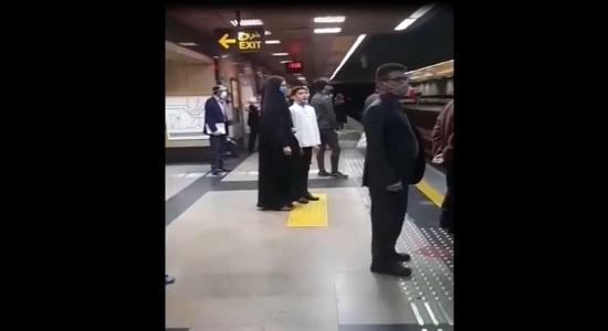 اذان زیبای یک نوجوان در ایستگاه متروی تهران
