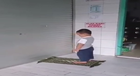 نماز خوندن بچه ها یه صفا و خلوص دیگه ای داره