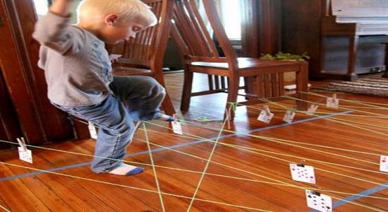 بازی کودکانه گذر از موانع
