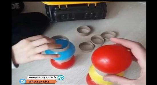 بازی تعادلی با توپ های رنگی و حلقه های مقوایی