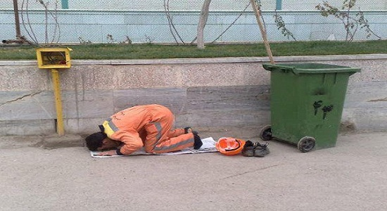 مردش هستی کنار پیاده رو نمازتو بخونی!